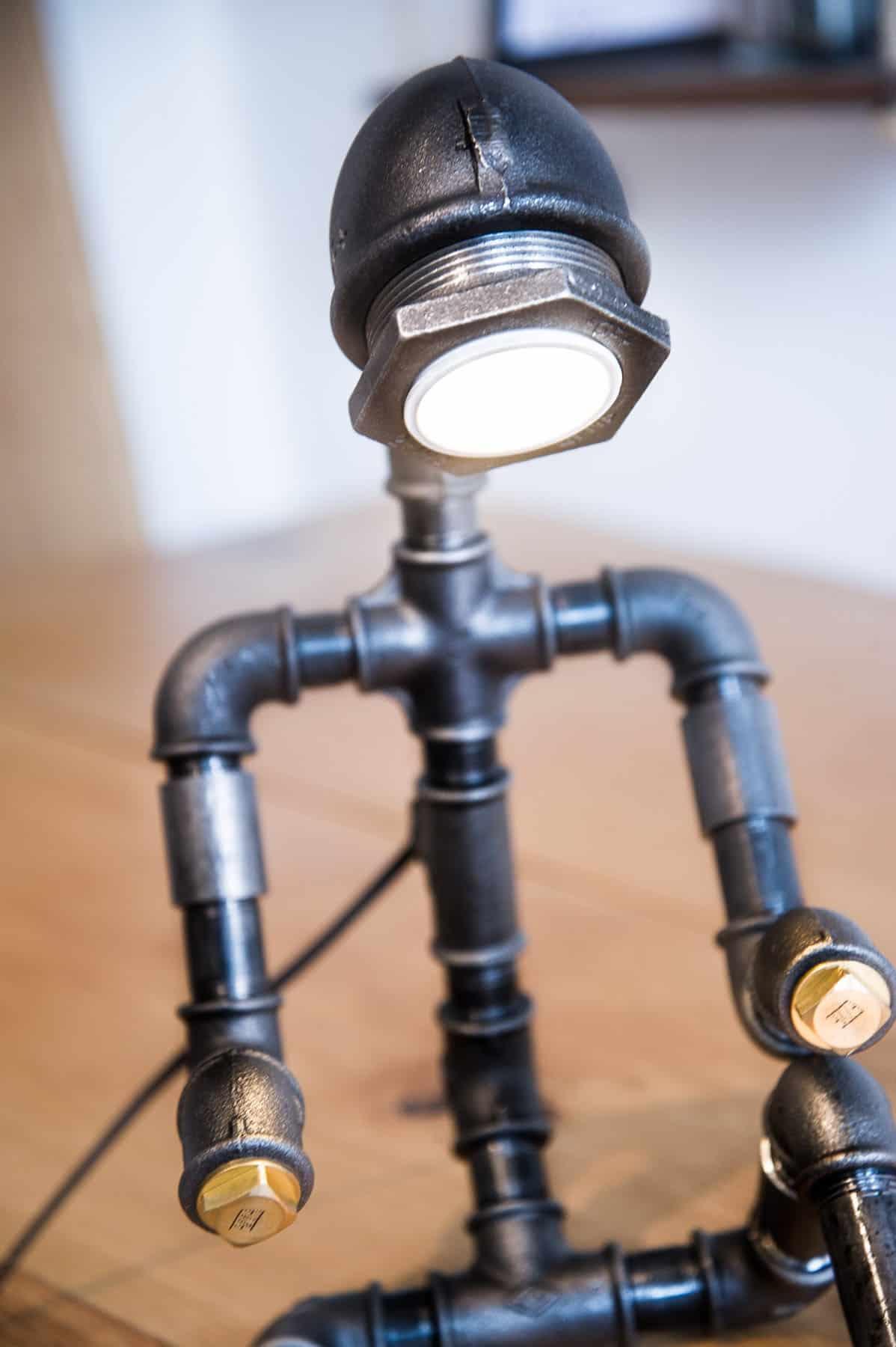 Lille hjælpers ven - Lampe i vandrør
