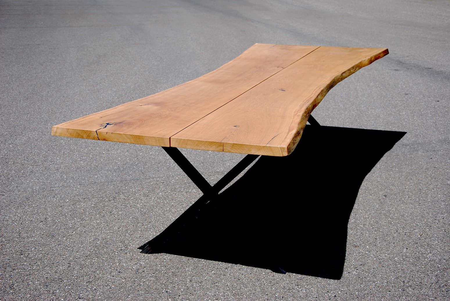 Langt egetræsbord