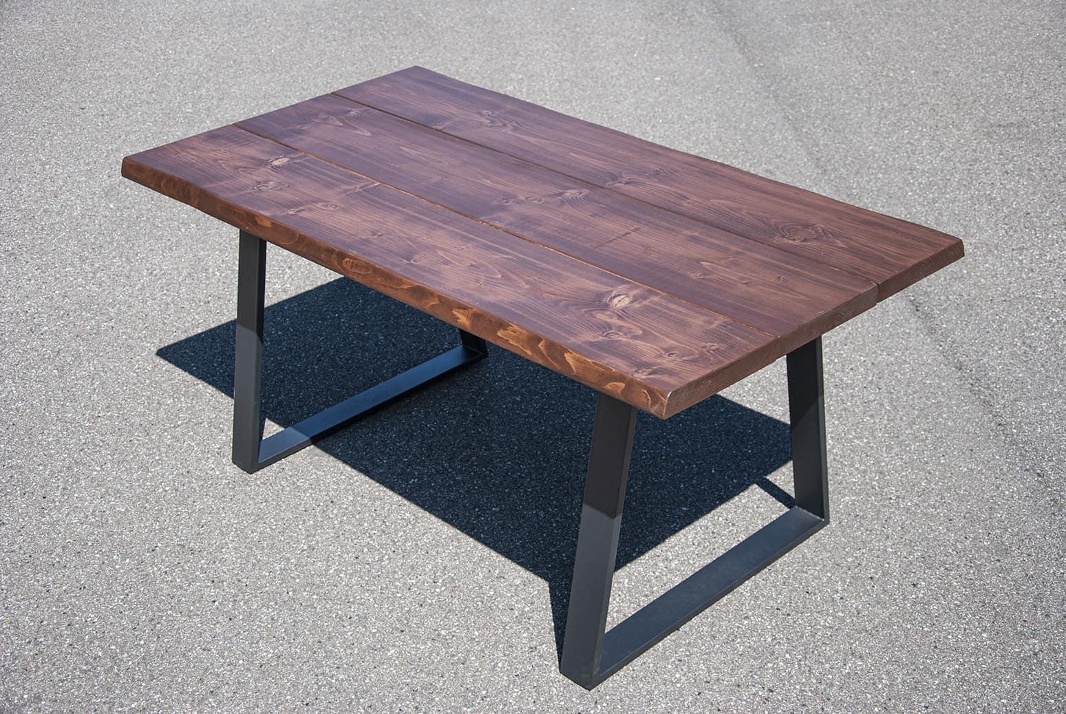 Mørkebrun spisebord