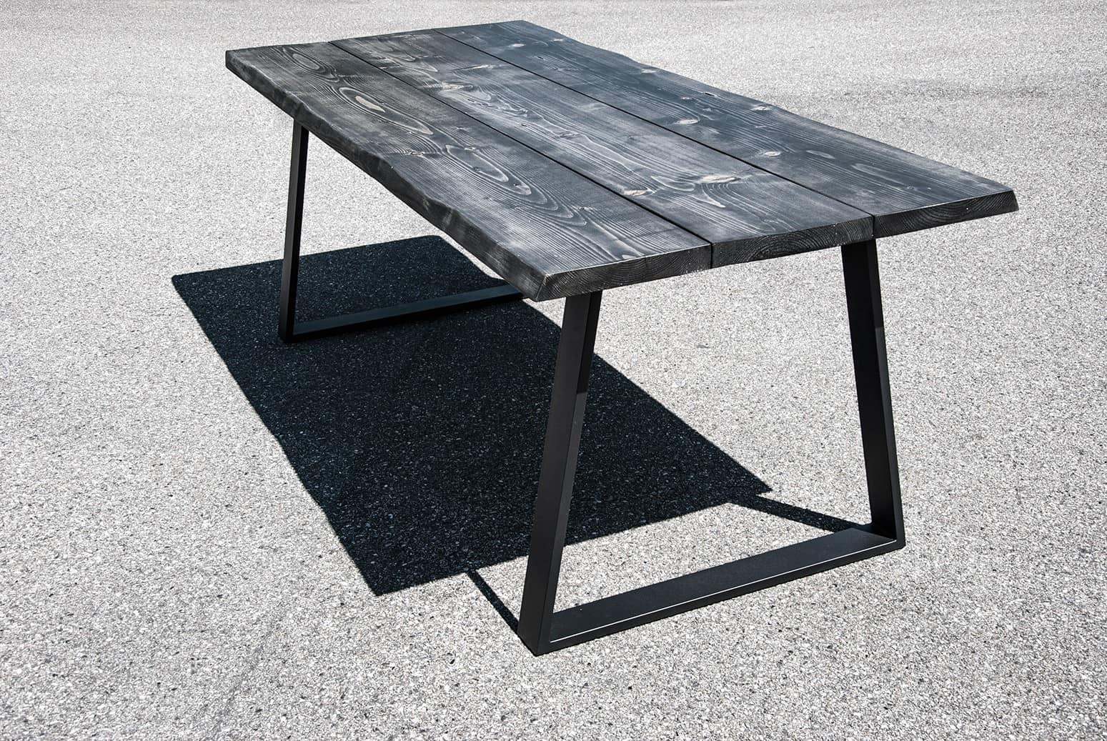 Spisebord i sort fyrretræ
