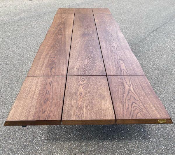 """alt=""""Brunt egetræsbord"""""""